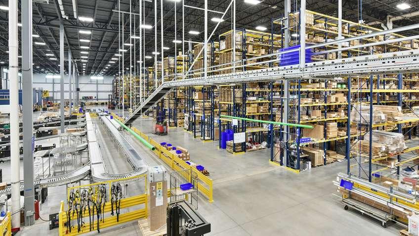 Warehouse-Distribution-Streamline-Fulfillment--photograph_848w477h